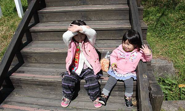 武陵農場兩個孫女