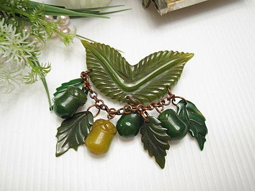 水果世界 Bakelite膠木 綠色葉片松果別針  13