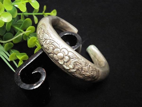 老銀花卉圖騰C型手環(一)