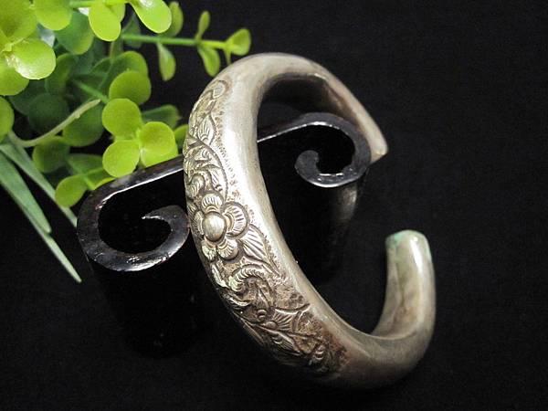老銀花卉圖騰C型手環(二)