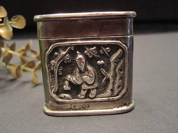 老銀丹仙神盒~和合二仙圖騰~背面~有款(之四)