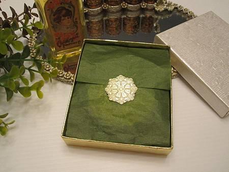 Max Factor  1970 皇室貴氣 英式庭園 雕刻古董粉盒(原裝盒) 1