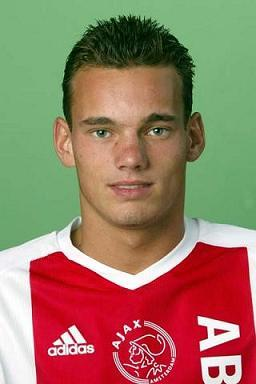 10 (MF) Wesley Sneijder