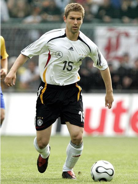 15 (MF) Thomas Hitzlsperger