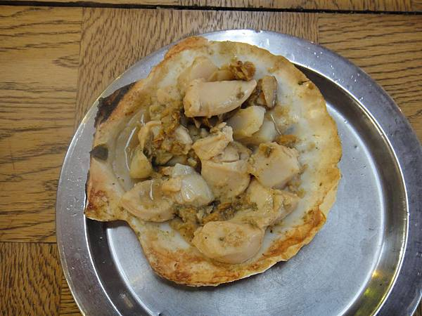 [小樽] 海鮮燒烤店--烤扇貝.JPG