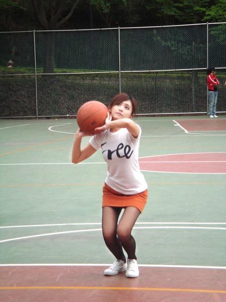我真的覺得籃球很重.jpg