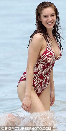 Kelly Brook_16.jpg