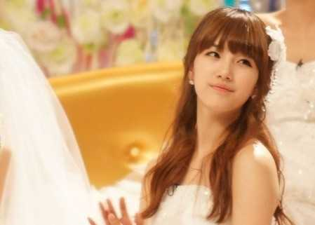 101105-suzy-wedding-dress-p1.jpg