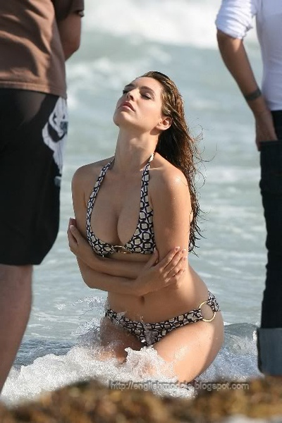 Kelly Brook_36.jpg