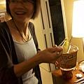 一到飯店就在煮泡麵的江老師