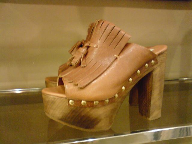 brown-tassel-open-toe-clogs-zara.jpg
