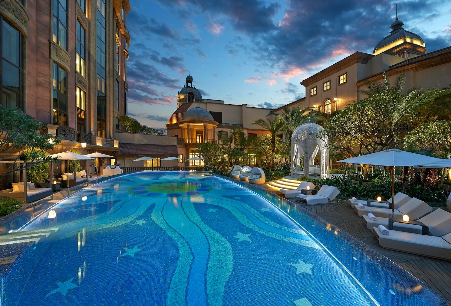 taipei-luxury-spa-pool.jpeg