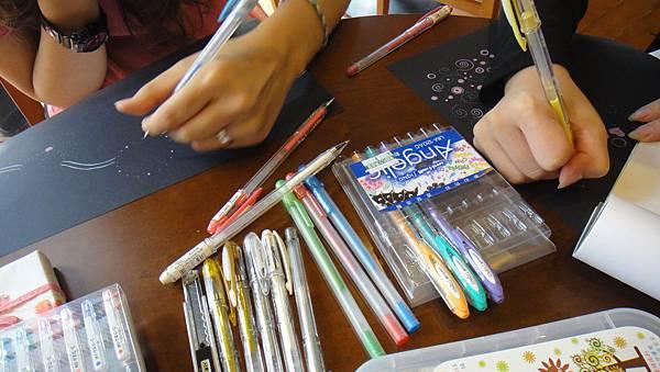 》學生包裝紙設計實作(1)深色底紙