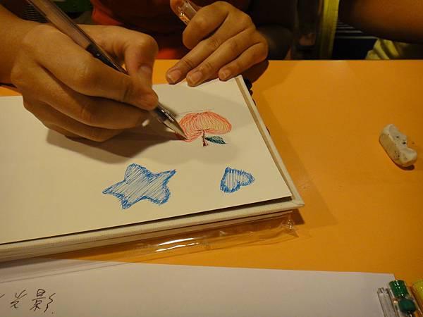 學生鋼珠筆上色畫法練習(5)