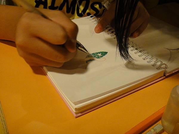 學生鋼珠筆上色畫法練習(4)