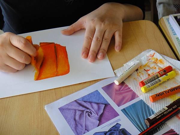 》學生布的皺摺畫法練習(3)