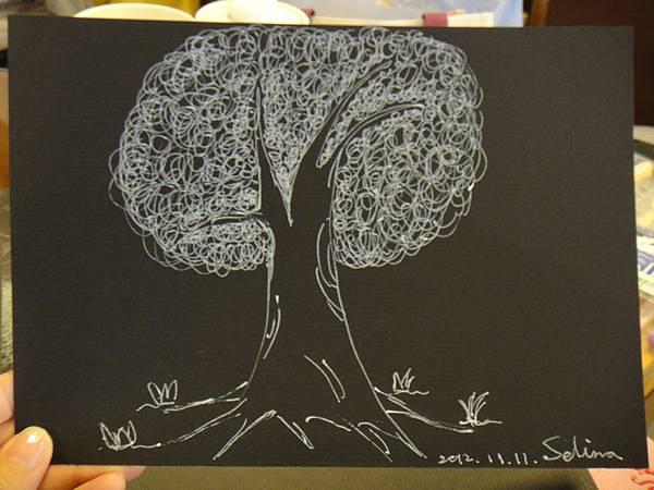 》學生黑底紙創作_單色樹(2)