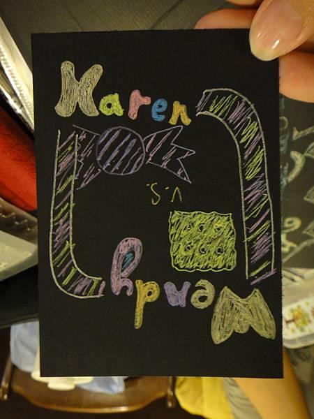 》學生黑底紙創作_對比圖文設計(3)