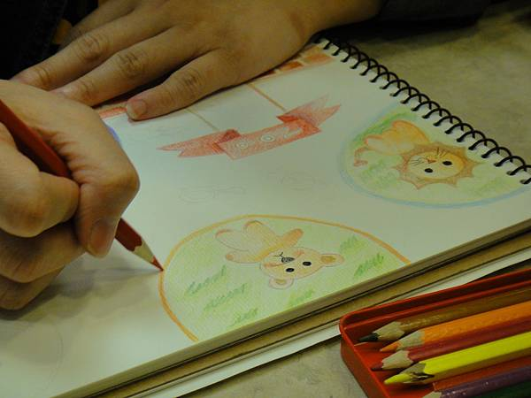 》學生色鉛全畫接續完成_可愛動物園(1)