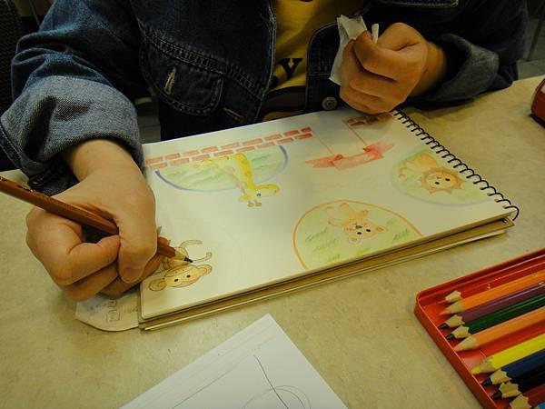 》學生色鉛全畫接續完成_可愛動物園(2)
