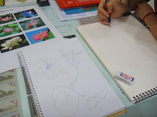 》學生各種花卉構圖打稿練習