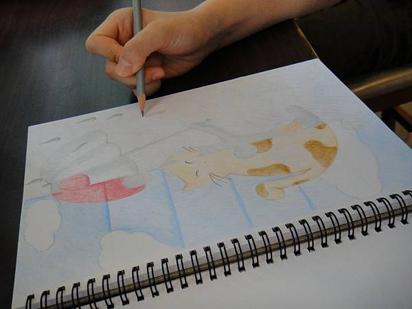 》學生色鉛、鉛筆黑白彩色對比畫創作(1)