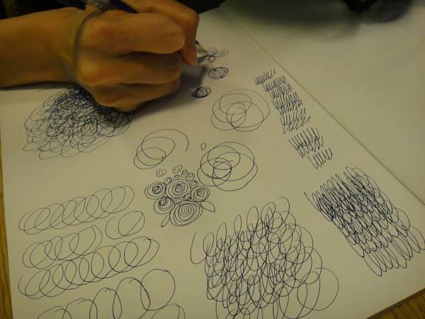 》學生鋼珠筆上色線條練習