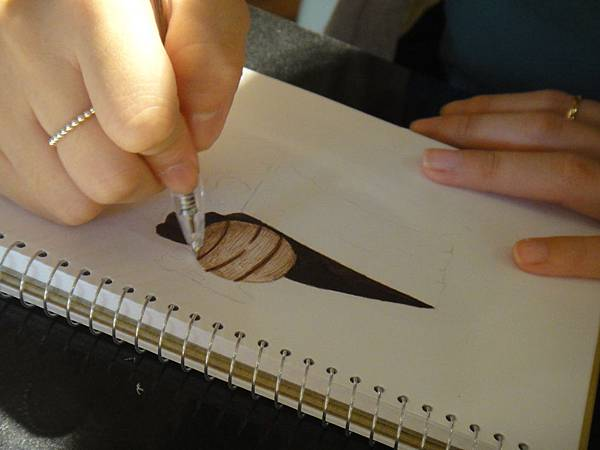 》學生原子筆蛋糕畫練習(2)