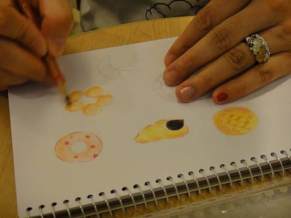 》學生色鉛畫麵包練習(9)