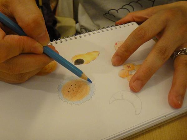 》學生色鉛畫麵包練習(13)