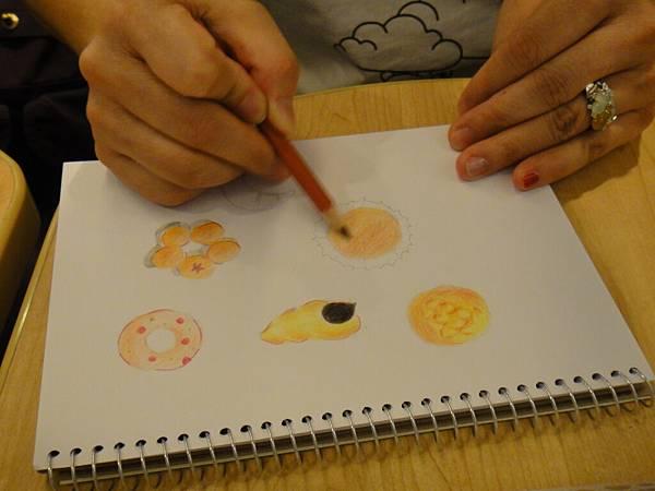 》學生色鉛畫麵包練習(12)