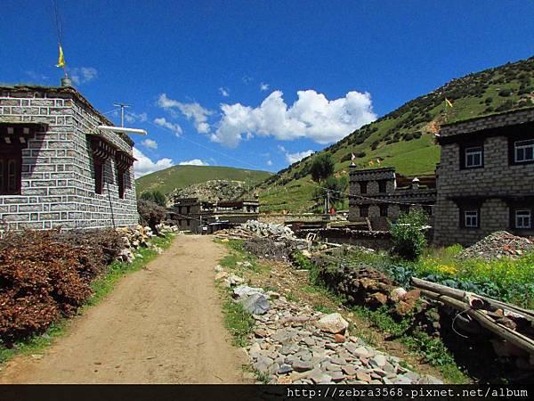 茹布貢卡溫泉小村