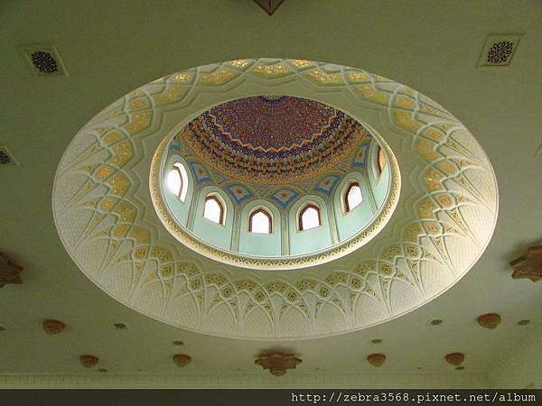 Khazrati Imam Mosque內部的圓拱天花板