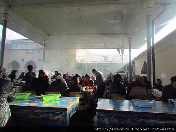 Chorsu Bazaar餐飲區