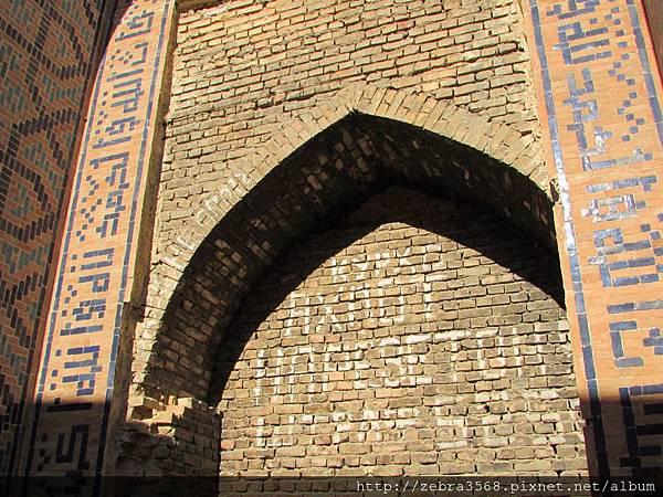 Bibi Khanym Mosque後部拱門
