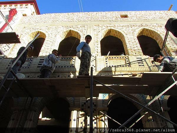 Gur Emir Mausoleum後方住宅的工人