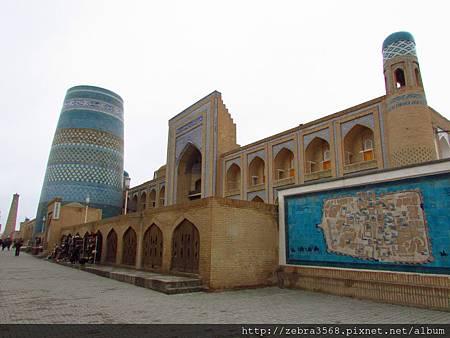 Kalta Minor Minaret & Muhammad Amin Khan Madrassah