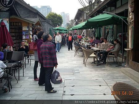 寬窄巷子一景-路邊的休息區
