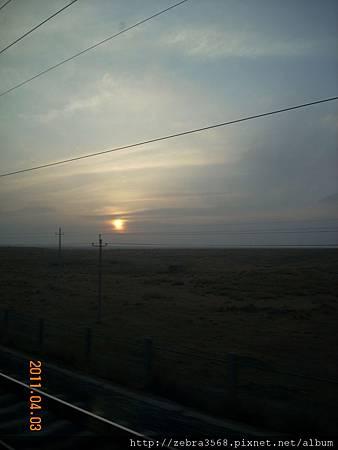 火車上的第一個夕陽