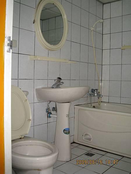 公用浴廁.JPG
