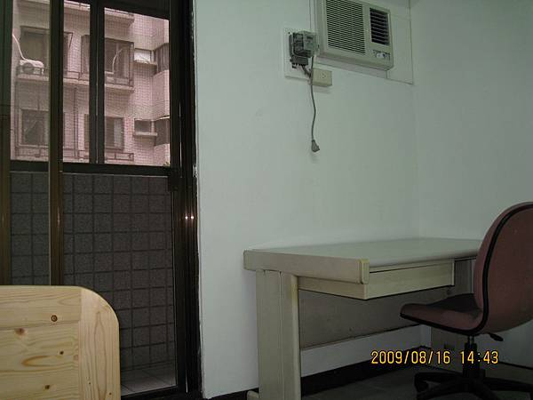 前陽台單人雅房2.JPG