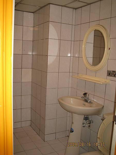 套房浴廁.jpg