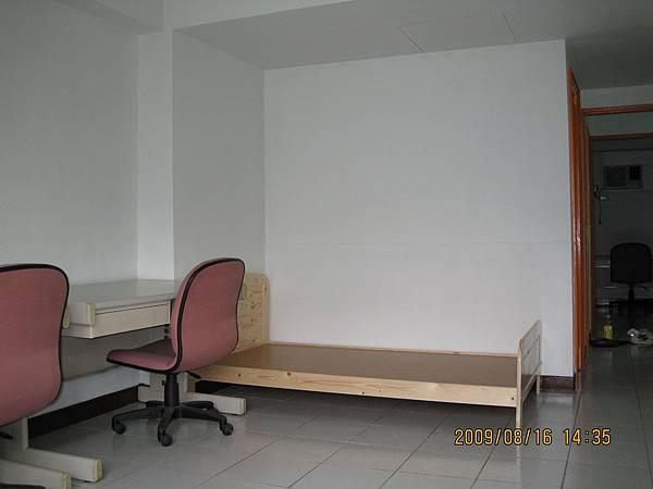 床與書桌.JPG
