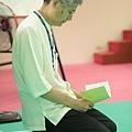 2012暑期教師生命智慧禪定營_妙功明師兄專心的做課前準備