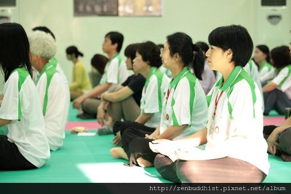 2012暑期教師生命智慧禪定營_灑進的陽光讓老師們看來神清氣爽
