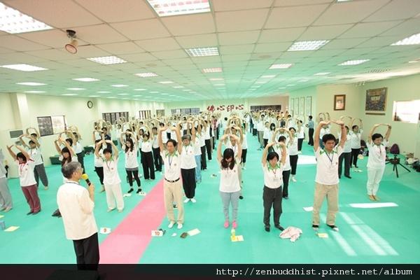 2012暑期教師生命智慧禪定營_頂天立地以頸為主,貫和全身氣脈。