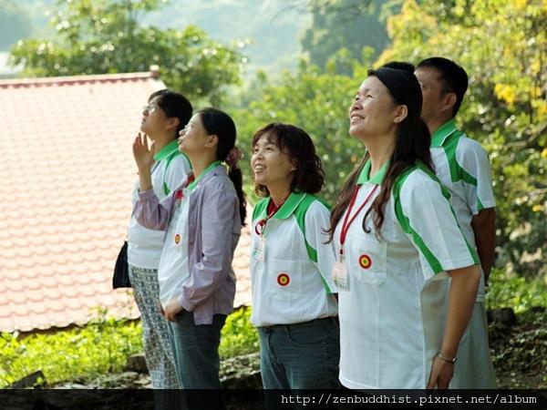 2012暑期教師生命智慧禪定營_用眼睛直視不刺眼的晨光,這時的陽光是最好的肝藥