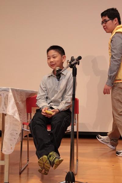 小學員堅持要再排演一次,熟悉舞台