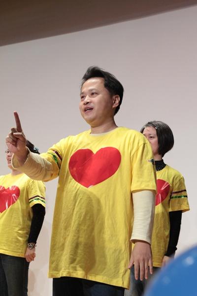 學員們認真用心的在台上展演學習成果