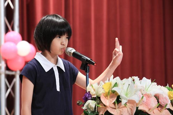 土城區的小學員正用流利的英文分享禪坐為她帶來的好處!